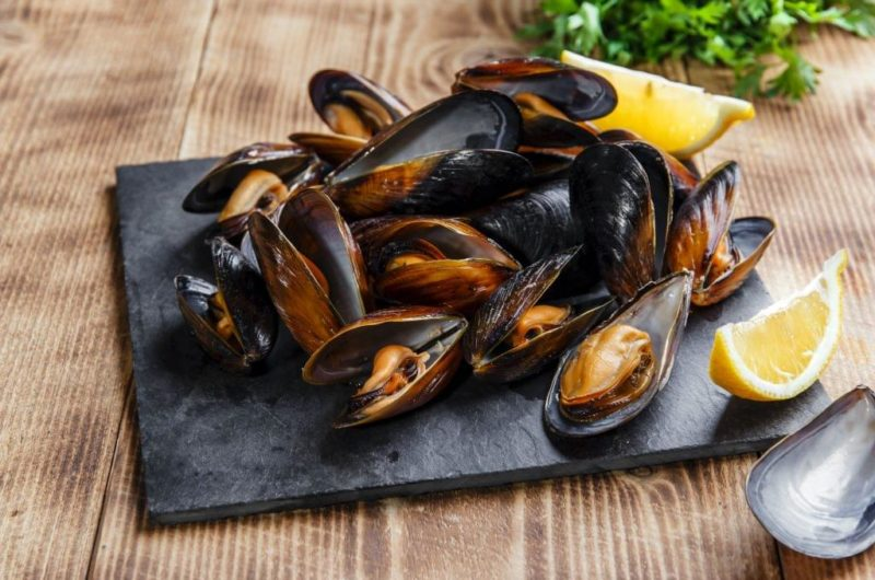 Steamed Mussels With Garlic and Thyme