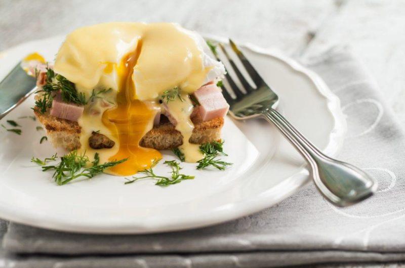Spicy Pulled Pork Eggs Benedict
