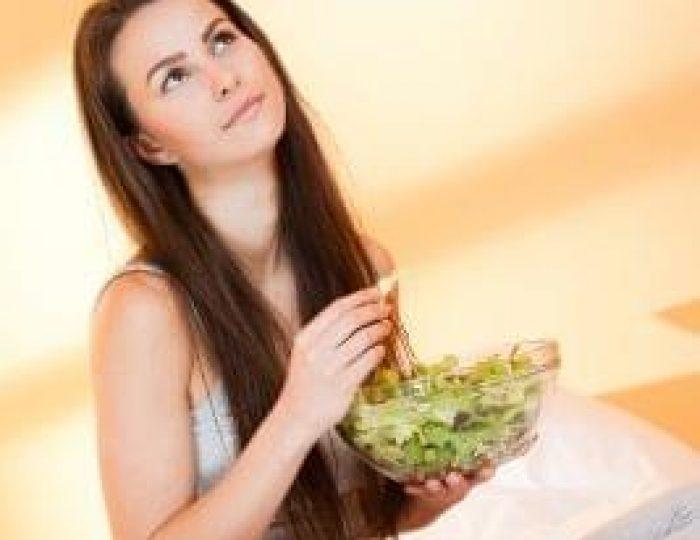 A-bowl-of-vegetable-salad-for-keto-diet