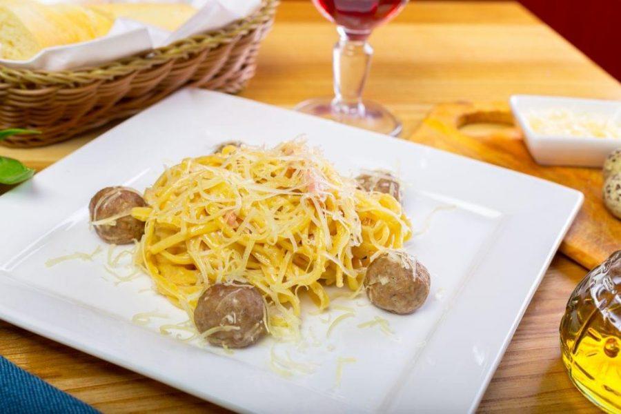 Spaghetti-Squash-with-Meatballs-e1517245058534